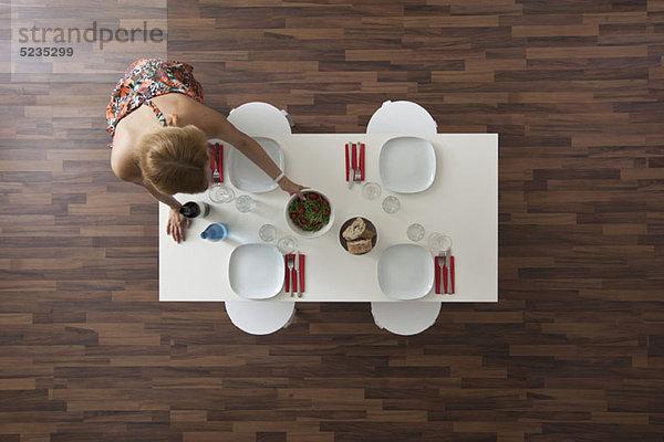 Abendessen am tisch essen frau party tisch tischset vogelperspektive zimmer lizenzfreies bild - Vogelperspektive englisch ...