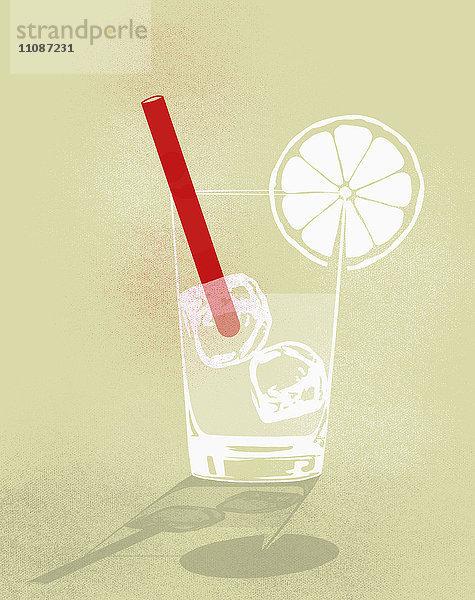 Digitales zusammengesetztes Bild eines kalten Getränks vor gelbem Hintergrund