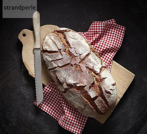 Draufsicht auf frisch gebackenes Brot