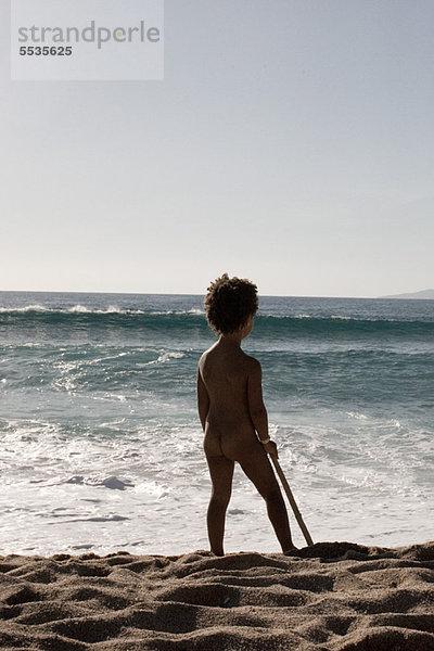Kleines Mädchen Steht Nackt Am Strand Rückansicht Lizenzfreies