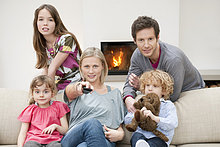 Familie beim Fernsehen