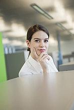 Porträt einer Geschäftsfrau im Denken
