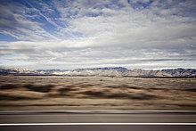 Autobahn und Berglandschaft, Bewegungsunschärfe